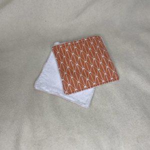 lingette carré corail avec motifs géométrique blanc coton blanc
